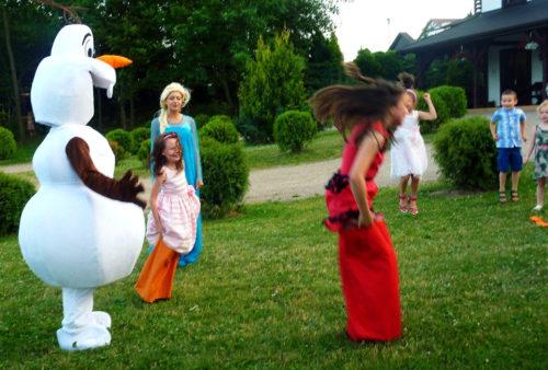 zabawy z animatorem na komunii, animator na chrzciny, gry i zabawy dla dzieci kraina lodu